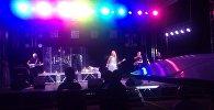Российская певица Валерия выступает на сцене стадиона Спартакво время концерта в Бишкеке