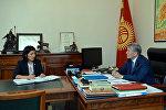 Президент Алмазбек Атамбаев  билим берүү жана илим министри Элвира Сариеваны кабыл алуу учурунда