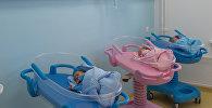 Новорожденные в центре акушерства, гинекологии. Архивное фото