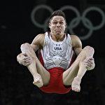АКШ спортчусу Крис Брукс көркөм атлетика боюнча көнүгүү жасап жатканда