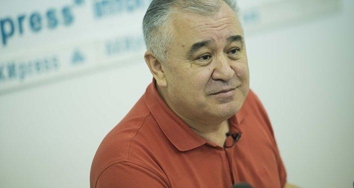 Ата Мекен фракциясынын депутаты Өмүрбек Текебаевдин архивдик сүрөтү