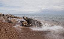 Берег озера Иссык-Куль. Архивное фото