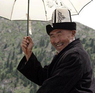 Кыргызстандык режиссер Мирлан Абдыкалыковдун Сүтак тасмасынан үзүндү. Архив