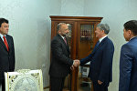 Президент КР Алмазбек Атамбаев на встрече с секретарем Совета национальной безопасности Афганистана Мохаммадом Ханиф Атмаром