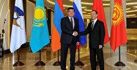 Премьер-министр Кыргызстана Сооронбай Жээнбеков во время встречи с председателем кабмина России Дмитрием Медведевым