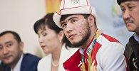 Встреча бронзового призера Олимпиады в Рио Иззата Артыкова в аэропорту Манас
