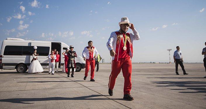 Олимпийцы Кыргызстана в аэропорту Манас по возвращении из Рио