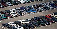 Автомобили на парковке. Архивное фото