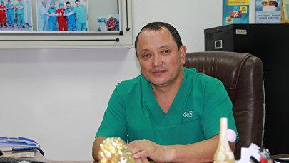 Бишкектеги Травматология жана ортопедия илим-изилдөө борборунун башчысы Сабырбек Жумабеков. Архив