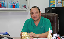 Ортопед Сабырбек Жумабеков. Архивдик сүрөт