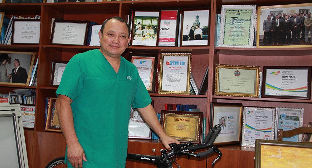 Кыргызстандык белгилүү ортопед Сабырбек Жумабеков. Архивдик сүрөт