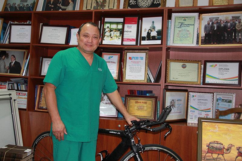 Директор Научно-исследовательского центра травматологии и ортопедии, профессор, ортопед Сабырбек  Джумабеков. Архивное фото