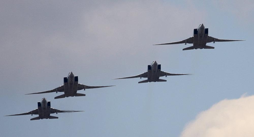 Бомбардировщики ВКС уничтожили шесть больших складовИГ вСирии