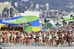 Участницы олимпийских игр по марафону среди женщин во время забега