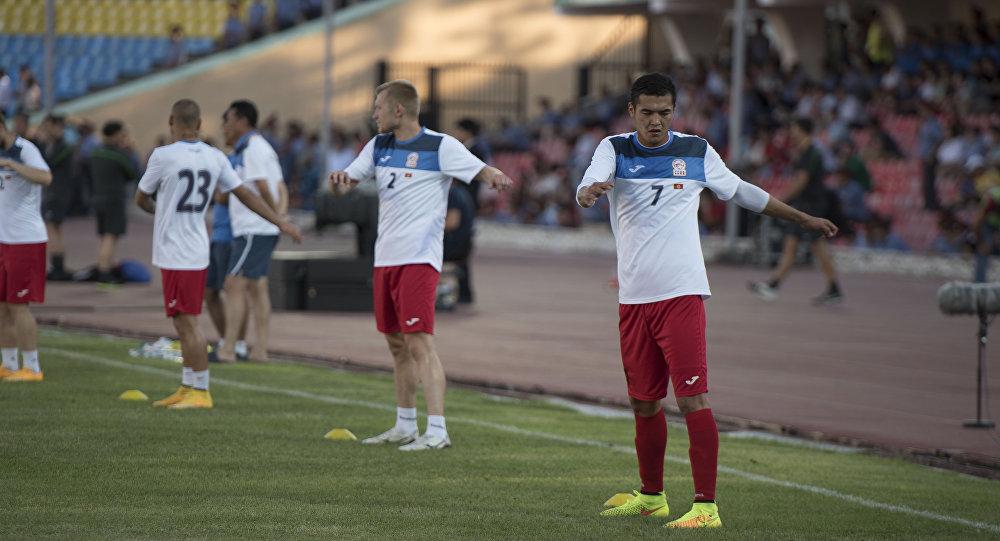 Футболисты сборной Кыргызстана по футболу во время тренировок. Архивное фото