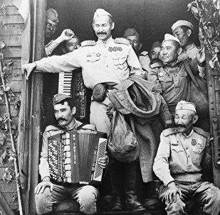 Болот Шамшиевдин тарткан Эрте келген турналар фильминен кадр. Архивдик сүрөт