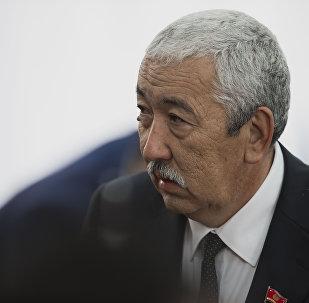Коммунисттер партиясынын лидери Исхак Масалиев. Архивное фото
