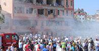 Последствия взрывов двух начиненных взрывчаткой автомобилей в городе Элязыг на востоке Турции.