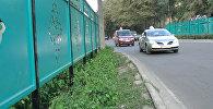 Что скрывает шумозащитный забор по улице Фучика