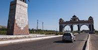 Памятник герою кыргызского народного эпоса Курманбеку баатыру на въезде в город Джалал-Абад. Архивное фото