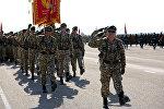 Военнослужащие во время репетиции военного парада. Архивное фото