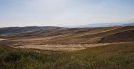 Кыргызстандын түштүк тарабында талаалар. Архив