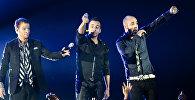Солисты группы Backstreet Boys Брайн Литтрел, Хауи Дорои и Эй Джей во время концерта. Архивное фото