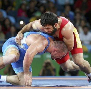Рио-де-Жанейродогу Олимпиадада чейрек финал үчүн таймашкан Магомед Мусаев украиналык Валерий Андрейцевге 5:2 эсебинде утулуп калды.