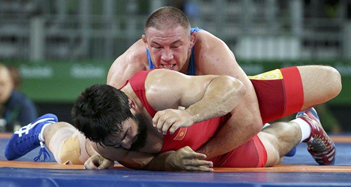 Буга чейин чейрек финалга чыгыш үчүн спортчу Мусаев 1/8 финалда монголиялык спортчу Доржханд Худербугланы 9:0 эсебинде жеңген эле.