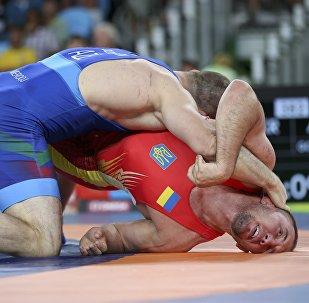 Борец из Украины Валерий Андрейцев и азербайджанец Хетаг Газюмов на XXXI летних Олимпийских играх в Рио-де-Жанейро