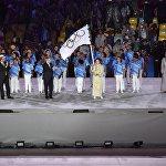 Рио-де-Жанейронун мэри Эдуардо Паес, Эл аралык Олимпиада комитетинин президенти Томас Бах жана Токио губернотору Юрико Коикэ олимпиадалык желекти тапшыруу учурунда