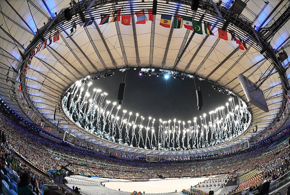 Жабылуу салтанаты өтүп жаткан Маракана стадиону түстүү фейерверкке бөлөндү