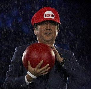 Япон премьер-министри Синдзо Абэ белгилүү оюндун каарманы Марионун образында Олимпиада оюндарынын жабылуу салтанатына