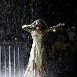 Олимпиада оюндарынын жабылуу салтанатында ырчы Мариене де Кастро өнөрүн тартуулады
