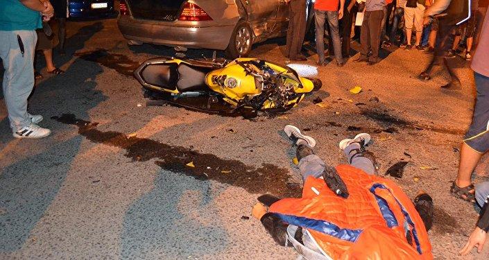 В Бишкеке в ночь с субботы на воскресенье произошло дорожно-транспортное происшествие, в котором погиб водитель мотоцикла