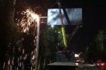 Демонтаж рекламных щитов на улицах Абдрахманова и Байтик-Баатыра Бишкека