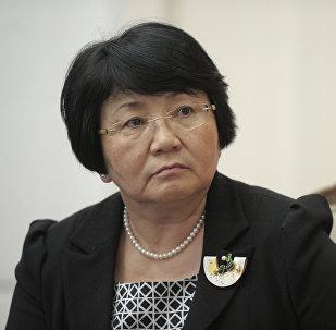 Мурдагы президент Роза Отунбаеванын архивдик сүрөтү
