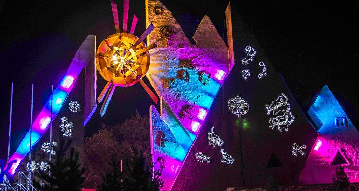 Мэрия Бишкека обновила архитектурный комплекс Аска-Таш у въезда в столицу