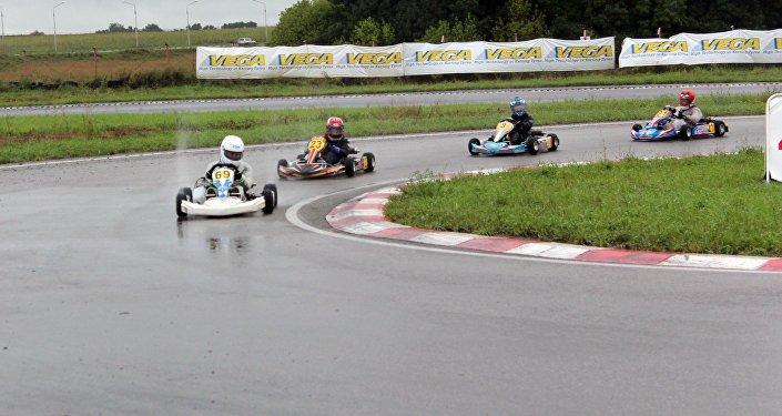 В соревнованиях приняли участие более 100 гонщиков.