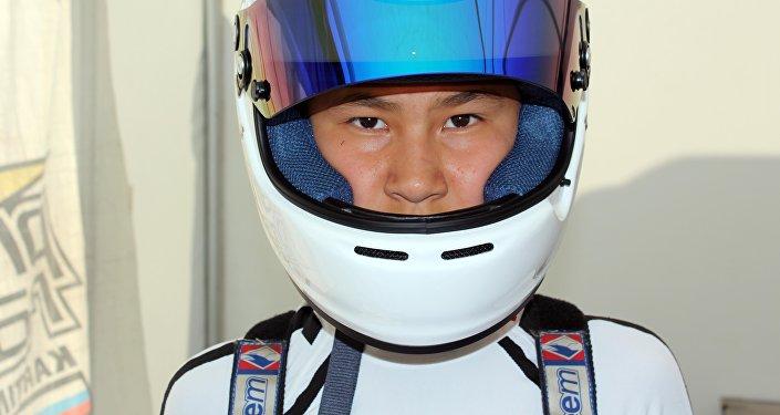 Тринадцатилетний школьник Улукбек Байзаков вошел в двадцатку лучших пилотов на Чемпионате России по картингу: он занял 19-е место