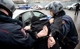 Россия полициясынын шектүү жаранды кармоо. Архивдик сүрөт