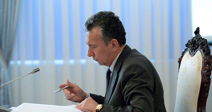 Президенттик шайлоо алдында Сооронбай Жээнбековдун штабын жетектеген Фарид Ниязовдун архивдик сүрөтү