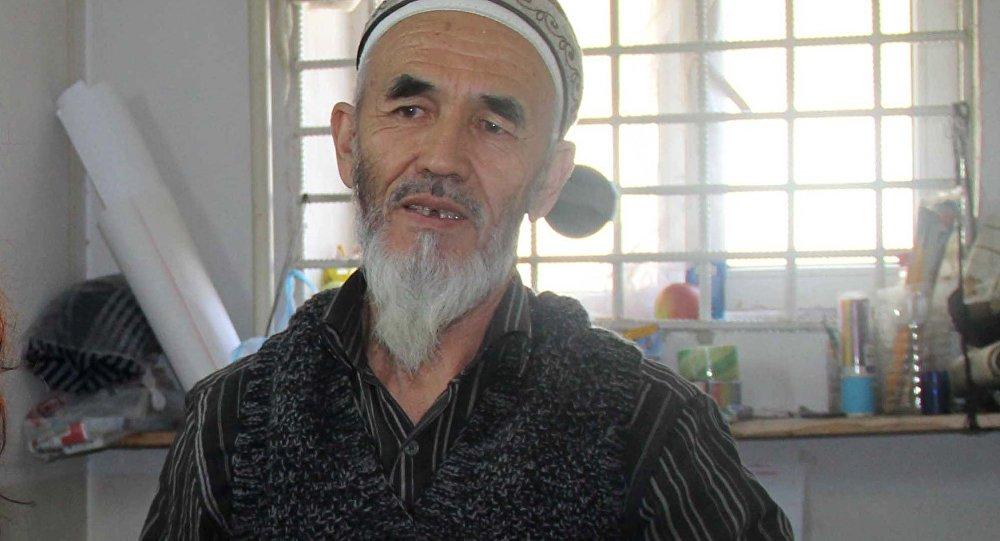 Осужденный на пожизненный срок Азимжан Аскаров и представитель Международного комитета Красного Креста (МККК). Архивное фото