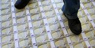 Пол с изображением банкнот номиналом 200 Евро. Архивное фото