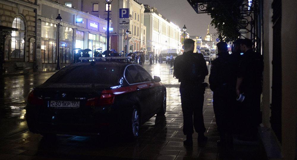 Мужчина скоробкой, захвативший банк вцентральной части Москвы, сдался милиции