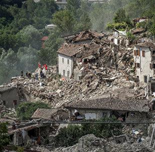 Разрушенные дома от сильного землетрясения в городе Аматриче в Италии. Архивное фото