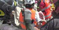 Землетрясение в Италии: первые минуты бедствия и спасение людей из-под завалов