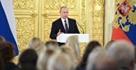 Президент РФ Владимир Путин выступает на церемонии вручения государственных наград победителям и призерам Олимпийских игр в Рио-де-Жанейро в Большом кремлевском дворце.