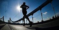Спортсмен во время марафона. Архивное фото