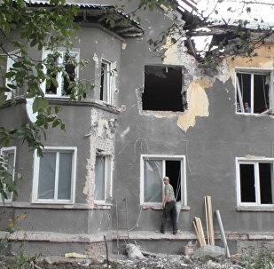 Выбитые окна и разрушенные стены – последствия артобстрела в Горловке